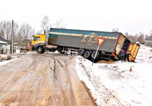 Winter Driving Safety Tips: Sharing the Road with Truckers | Denver Truck Accident Attorney